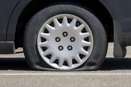 Série de pneus crevés: enquête en cours
