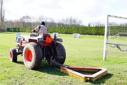 Remise en état des terrains de foot